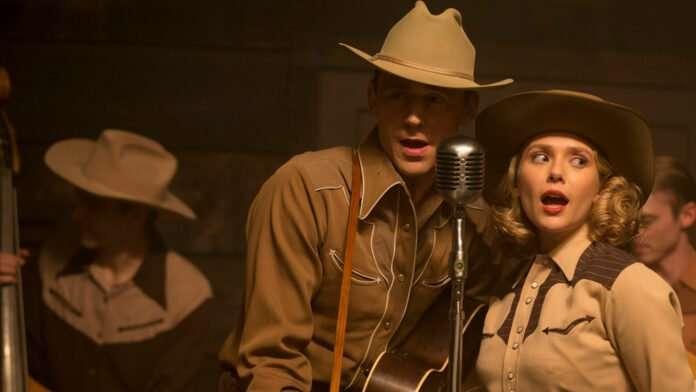 movie-i-saw-the-light-tom-hiddleston-and-elizabeth-olsen-on a stage-singing