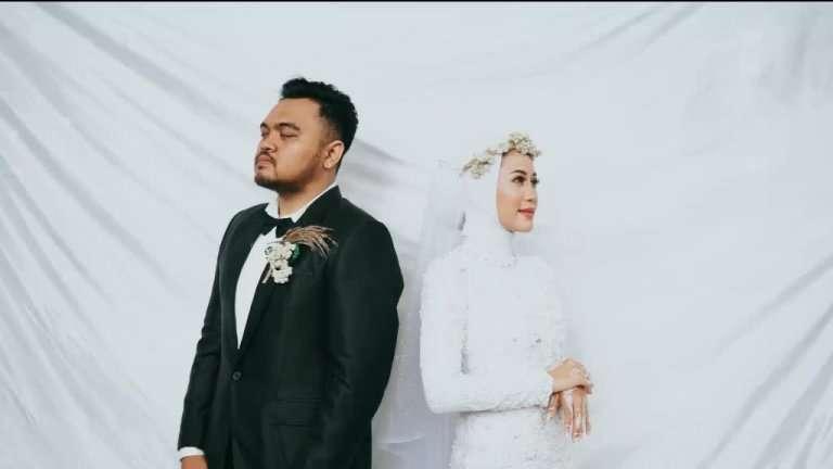 Bride-hug-her-ex-lover-on-her-wedding